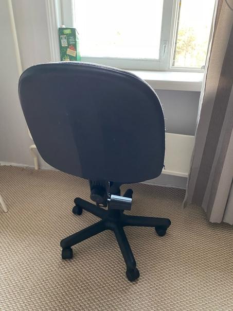 Отдам компьютерное кресло за шоколадку...
