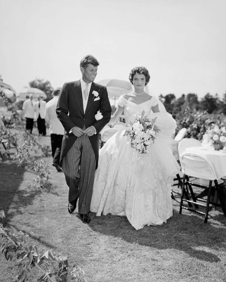 Свадьба Джона Кеннеди, молодого сенатора и Жаклин Бувье, корреспондента вашингтонской газеты.1953