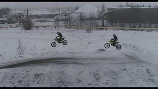 МотоКросс зимой. Сумасшедшие прыжки.