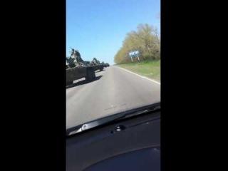 Огромная колонна российской бронетехники движется к границам Украины