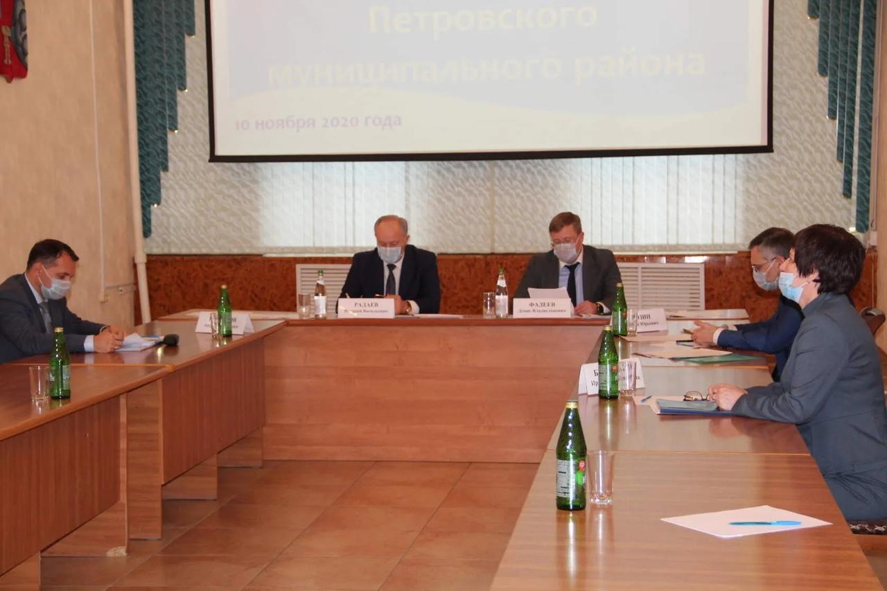 Под председательством Валерия Радаева состоялось совещание по финансово-экономическому положению Петровского района