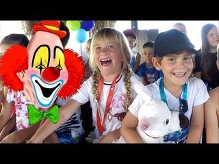 Fun kids' videos   Happy Birthday Party   Funny Clown Show   Ballon Challenge   Gloria verde