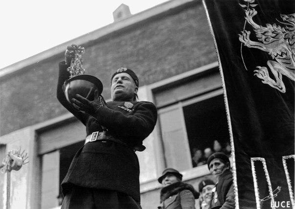Что значит фраза «Золото для Родины» Традиция общественного сбора средств на первые нужды Движения имеет глубокие корни, практиковалась она и в Фашисткой Италии 18 декабря 1935 года был объявлен