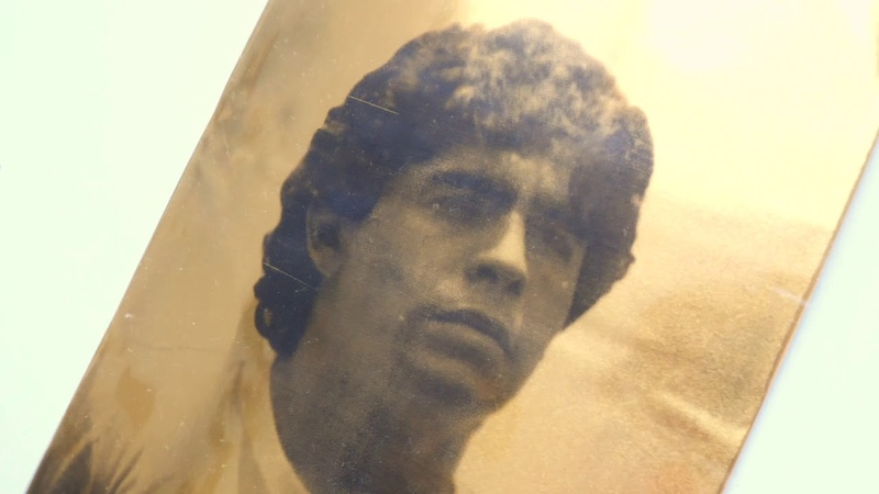 Al Diego Eterno obra de arte del pintor Giuseppe Alletto tributo a Diego Armando Maradona