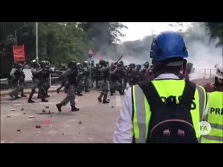 Сегодня в Гонконге. Битва между полицией и студентами в Китайском Университете.