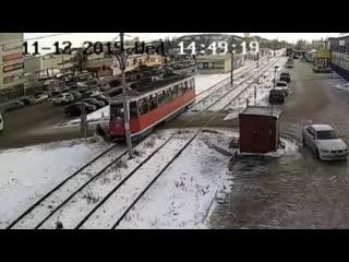 В Салавате трамвай сбил человека